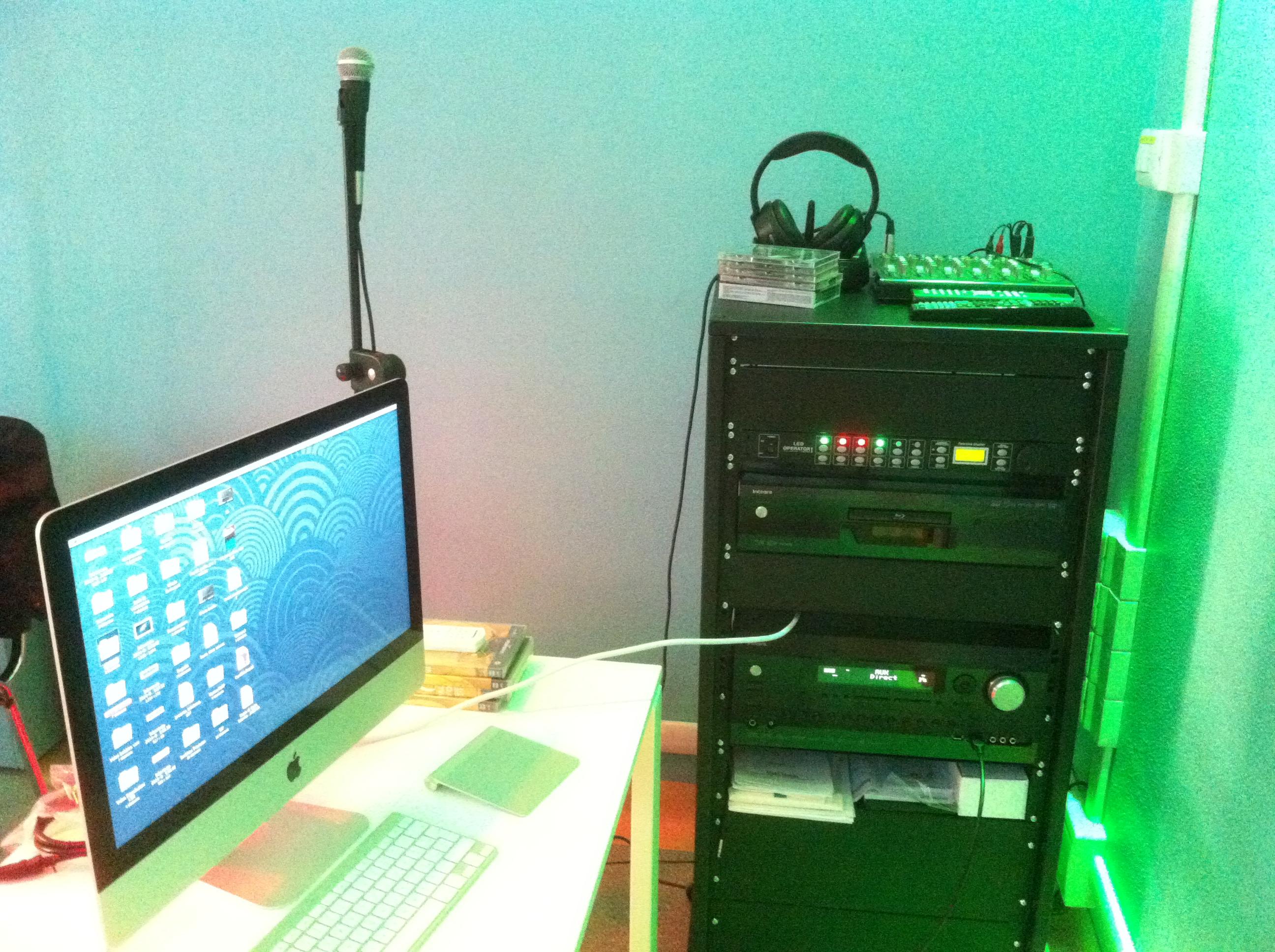 Rack regia connesso a PC Apple Mac