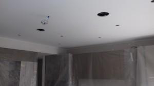 Particolare degli scassi per l'inserimento degli altoparlanti a soffitto posteriori nella sala Home Cinema